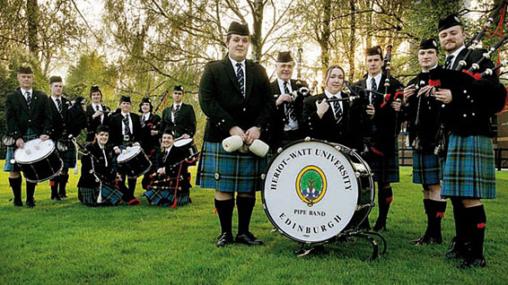 Heriot-Watt Pipe Band pose